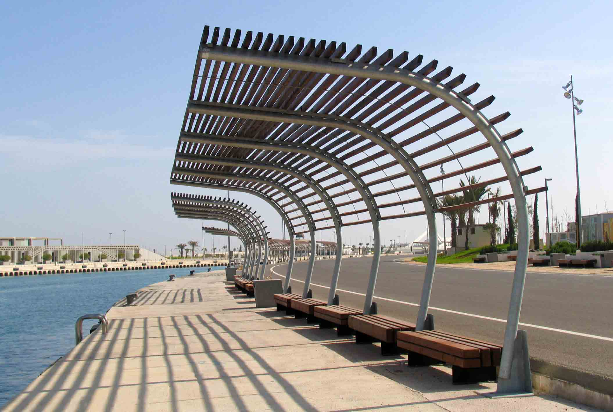 -Pergola of wood and steel closed to the sea