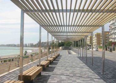 Pergola of wood and steel for seafronts and beach promenades